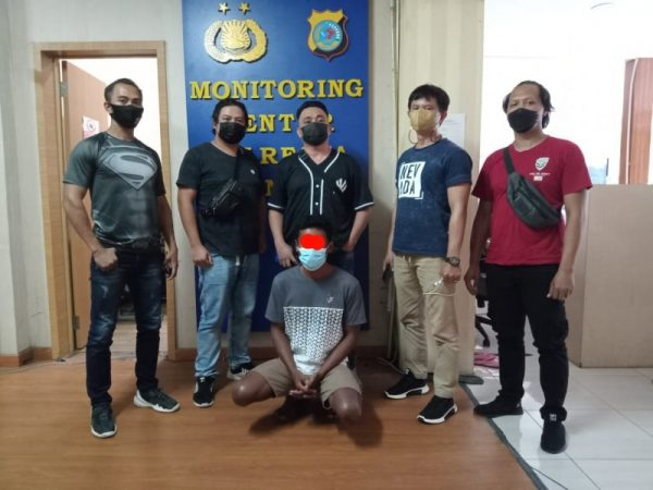 Pelaku penganiayaan yang diamankan dikantor Polresta Manado.