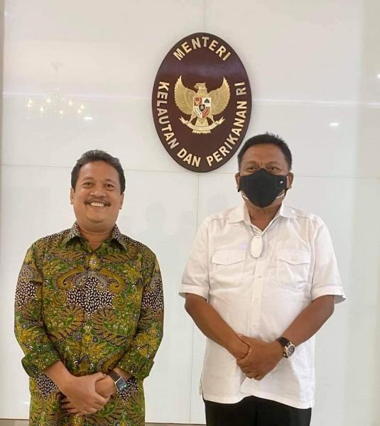 Gubernur Olly saat foto bersama Menteri KKP Sakti Wahyu Trenggono