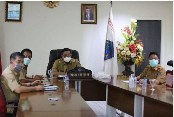 Wagub Kandouw saat mengikuti secara virtual peresmian peluncuran sistem Online Single Submission (OSS) di Kantor Gubernur Sulut, Senin (9/8/2021).(foto.ist)