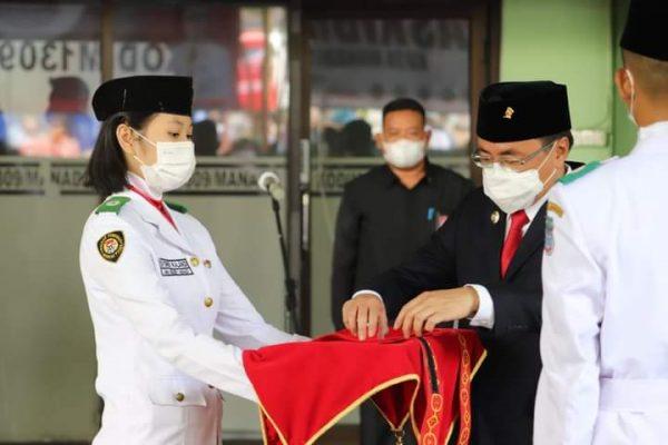 Walikota Manado, Andrei Angouw saat menghadiri pengukuhan Paskibra