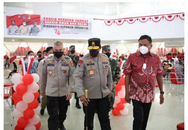 Gubernur Olly saat menghadiri kegiatan Vaksinasi yang dilaksanakan oleh Polda Sulut di Auditorium Universitas Sam Ratulangi Manado, Kamis (12/8/2021). (Foto.ist)