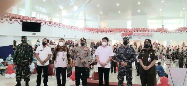 Walikota Andrei bersama Forkopimda Manado mengunjungi Vaksinasi Merdeka Samrat