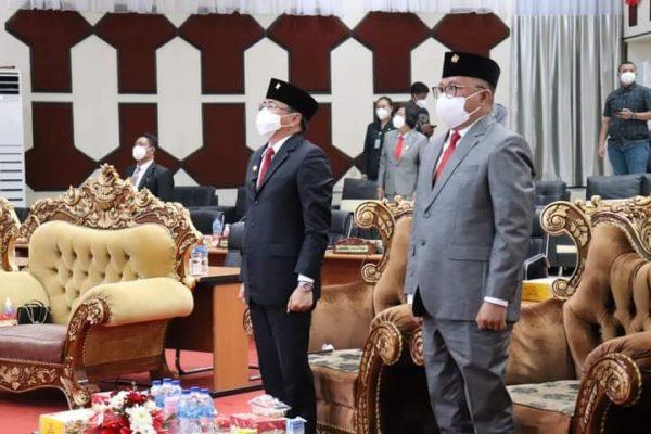 Walikota dan Wawali Manado, AARS saat mengikuti sidang tahunan di DPRD Kota Manado