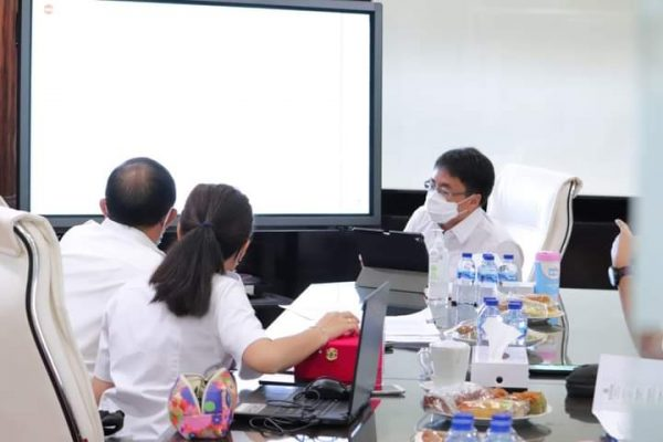Walikota Manado, Andrei Angouw bersama Dinas PUPR membahas Pembahasan teknis soal infrastruktur Kota Manado