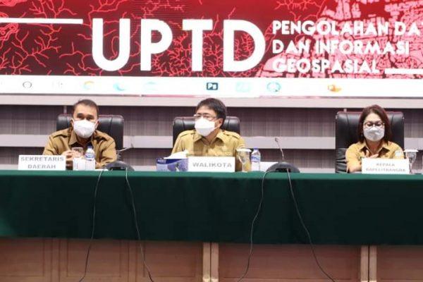 Walikota Manado, Andrei memimpin rapat bersama kaling didampingi Sekda Kota Manado