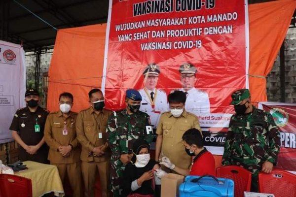 Walikota dan Wawali AARS saat memantau pelaksanaan Vaksinasi Hebat baru-baru ini