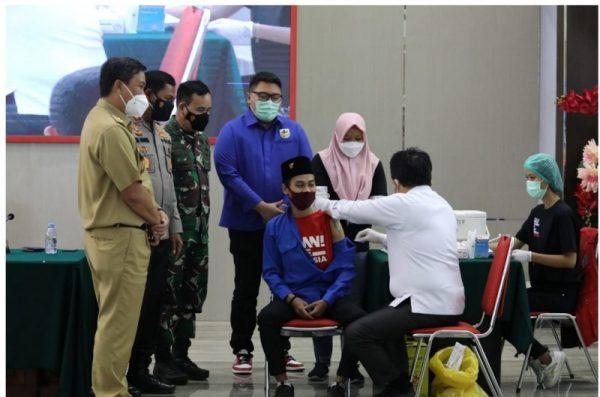 Suasana Vaksinasi Covid 19 yang digelar oleh KNPI Sulut Selasa (24/8/2021).(Foto.ist)