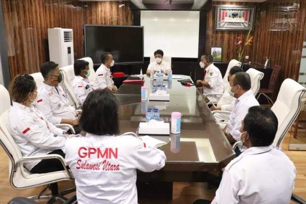 Walikota Andrei saat menerima DPW GPMN Sulut dan DPD GPMN Kota Manado diruang kerjanya