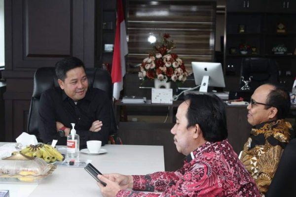 Wagub Kandouw saat menerima audiensi PT JMB Kamis (16/9/2021) bertempat di ruang kerja Wakil Gubernur Sulut.(foto.ist)