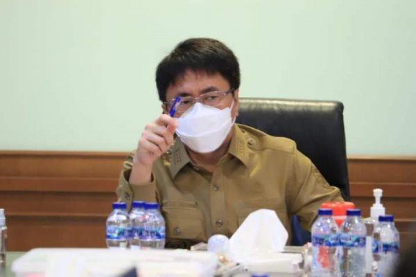 Walikota Manado, Andrei Angouw saat memimpin rapat evaluasi Pendapatan Daerah bersama Bapeda Kota Manado