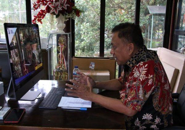 Gubernur Olly saat mengikuti Planet Tourism Indonesia 2021 secara daring. (Foto.ist)