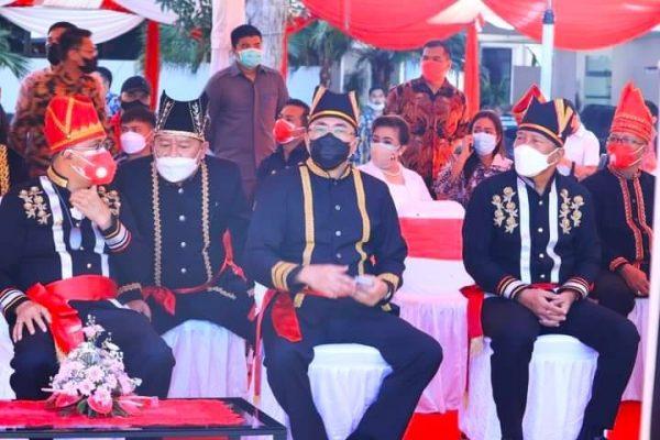 Walikota Manado, Andrei Angouw saat menghadiri Upacara dalam rangka HUT Provinsi Sulut