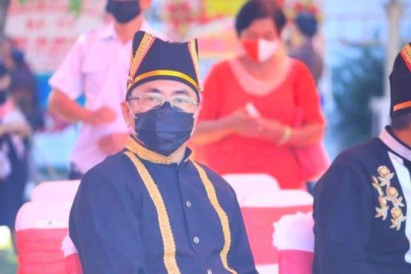 Walikota Manado saat menghadiri Rapat paripurna DPRD Provinsi Sulut mengunakan pakaian adat Minahasa