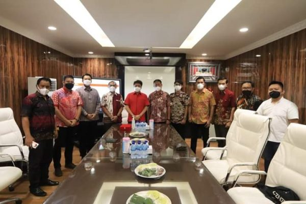 Walikota Manado saat menerima kunjungan dari Grup Astra Manado