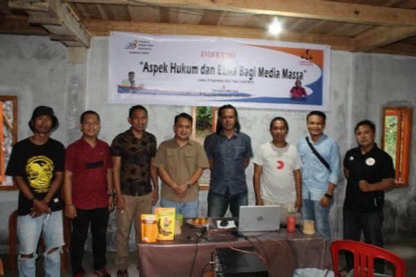 Foto bersama usai kegiatan AMSI Sulut - LBH Pers Manado