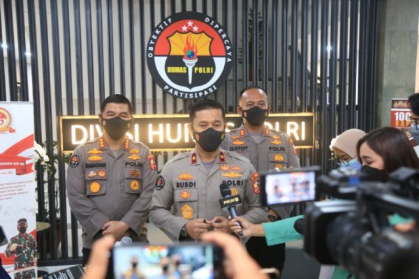 Divisi Humas Polri Brigadir Jenderal Rusdi Hartono saat memberikan keterangan kepada sejumlah awak media.