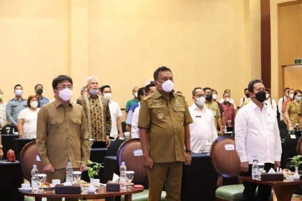 Walikota Andrei saat mendampingi Gubernur Sulut Olly dalam Kegiatan Sosialisasi di Aston Hotel Manado