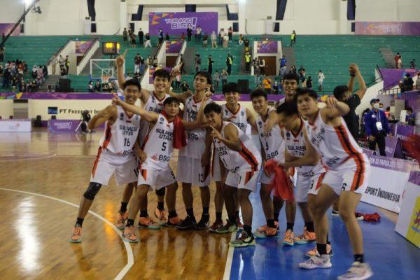 Tim Basket Putra Sulut usai bertarung melawan Jateng, Kamis (7/10/21).(Foto.ist)