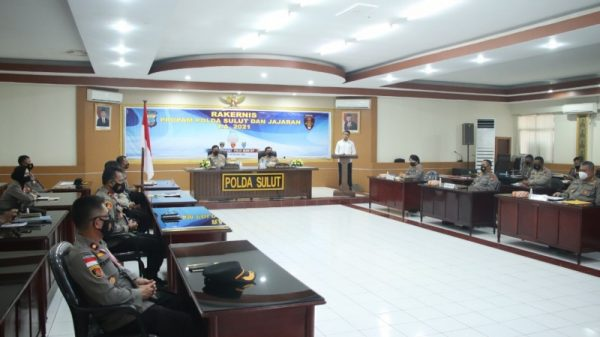 Rapat Kerja Teknis (Rakrenis) di aula Tribrata Polda Sulut