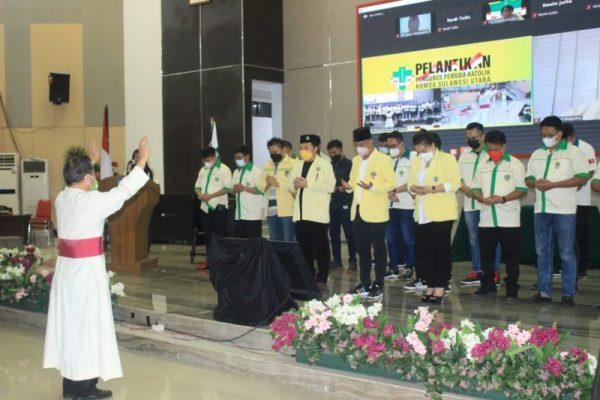 Lexi Mantiri saat dikukuhkan sebagai Ketua Pemuda Katolik Sulut periode 2020-2023