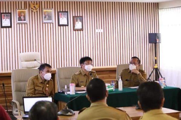 Walikota dan Wawali AARS didampingi Sekdakot Lakat saat melakukan pertemuan dengan instansi tekknis Bidang Kesehatan