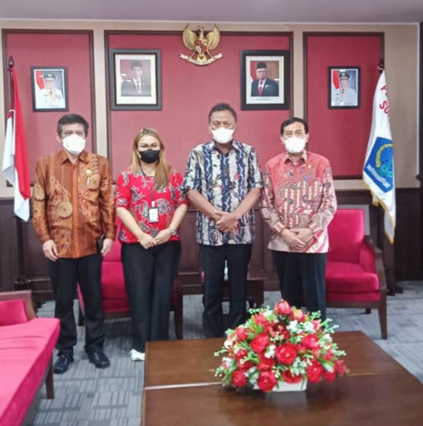 Tim dari Ombudsman RI saat bertemu dengan Gubernur Olly. (Foto.ist)